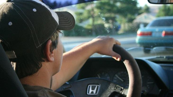 Эксперты рассказали, кто ведет себя за рулем более агрессивно