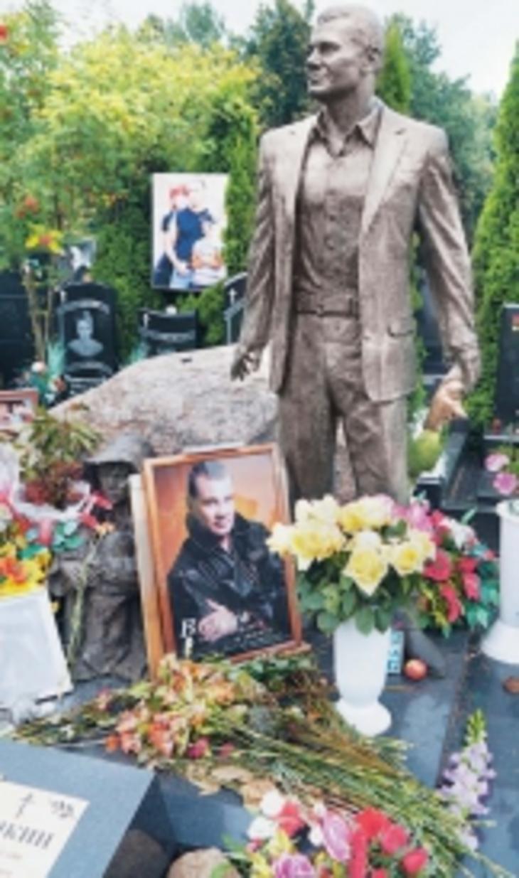 Отец Влада Колесникова: На смерти сына срывают