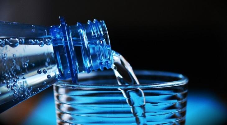 Русские деловые люди призвали запретить в РФ минеральную воду изЕС