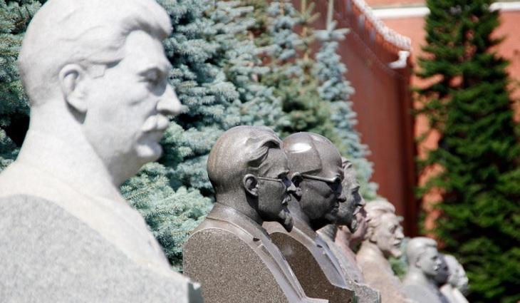 Практически 40% граждан России одобряют идею установки монументов Сталину