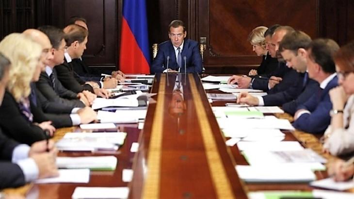 Медведев поведал овыделении 6,5млрдруб. для неработающих пожилых людей
