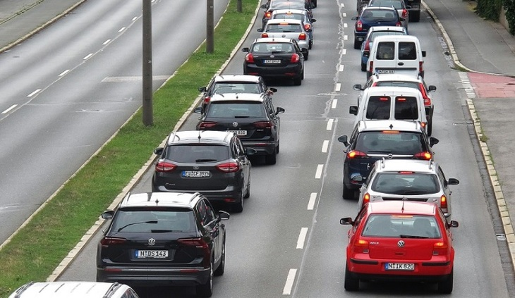 В Париже запретят автомобили на дизтопливе и бензине