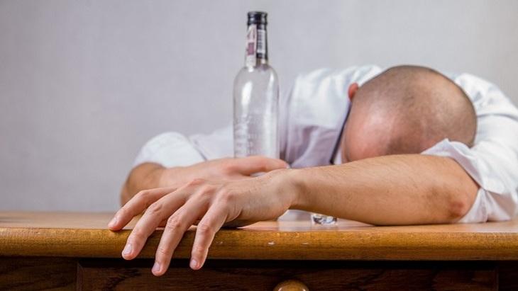Зауральский нарколог предложил уменьшить время продажи алкоголя врегионе до15 мин.