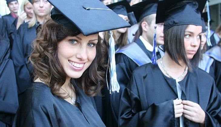 Рособрнадзор выявил завышение оценок студентам вряде институтов