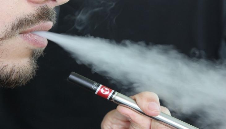 Минпромторг предложил приравнять электронные сигареты кобычным
