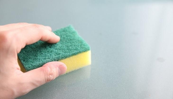 Ученые сравнили вред отчистящих средств скурением
