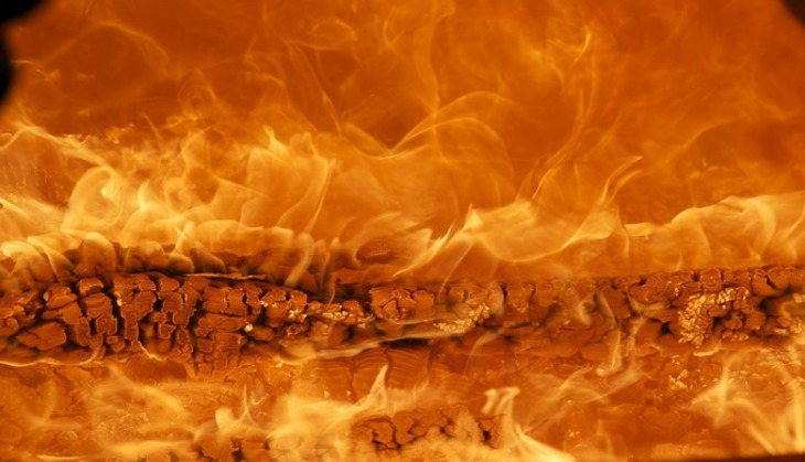 В казанском ТЦ разгорелся сильный пожар: есть угроза обрушения конструкций