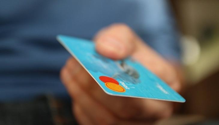 Visa иMasterCard тестируют карты сосканером отпечатков пальцев