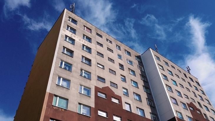 В.Путин подписал закон обизменении порядка обеспечения сирот жильем