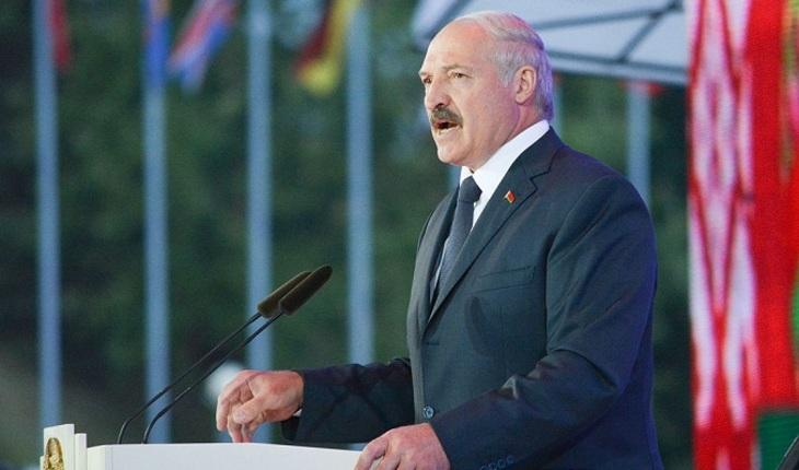 Лукашенко впервые появился на публике после сообщений об инсульте