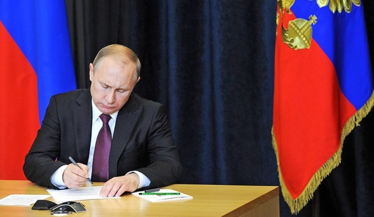 Завтра Владимир Путин выступит стелеобращением опенсионной реформе