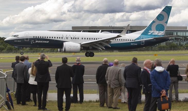 Лайнеры 737 MAX могут сами срываться в пике - фото