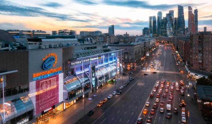 ТРЦ «Европейский» Года Нисанова и Зараха Илиева первым в стране покажет кино, снятое по передовой технологии