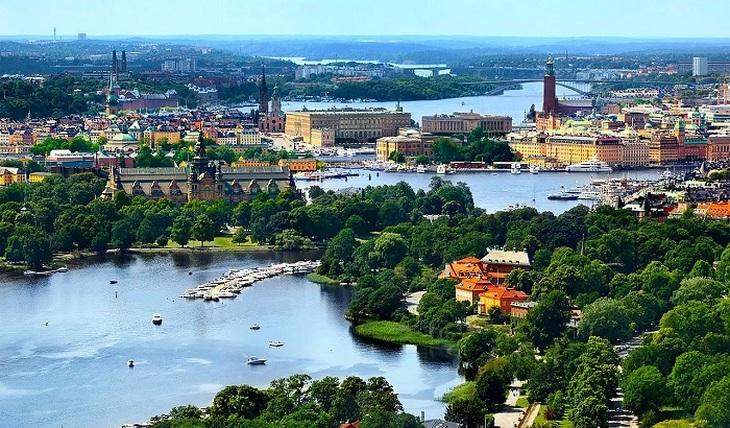 Швеция отмечает победу над коронавирусом - фото