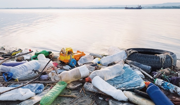 Plastic rains - photo