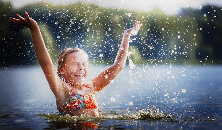 Как правильно купаться, чтобы остаться здоровым - фото