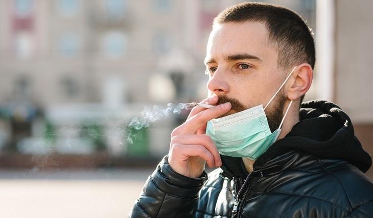 Может ли курение защитить от заражения COVID-19? - фото