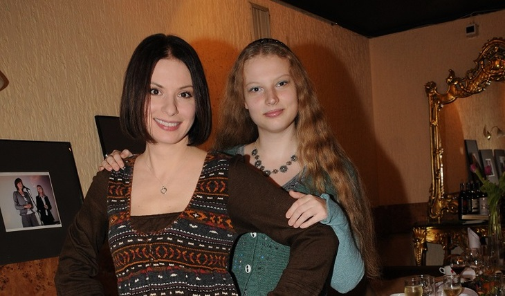 Лачину и ее дочку принимают за сестер - фото
