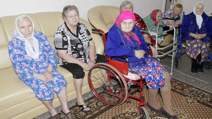 Сдают родителей в дома престарелых обивка мебели на дому частный мастер москва