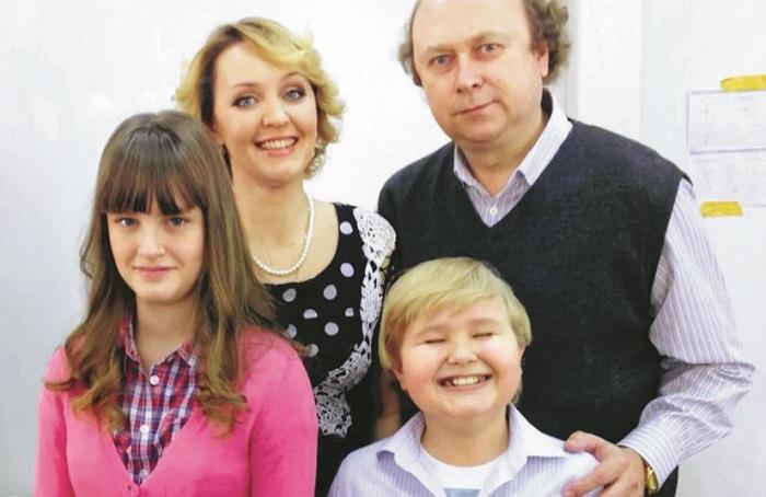 Татьяна Проценко c мужем, дочерью и сыном