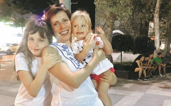 Cветлана Зейналова с детьми