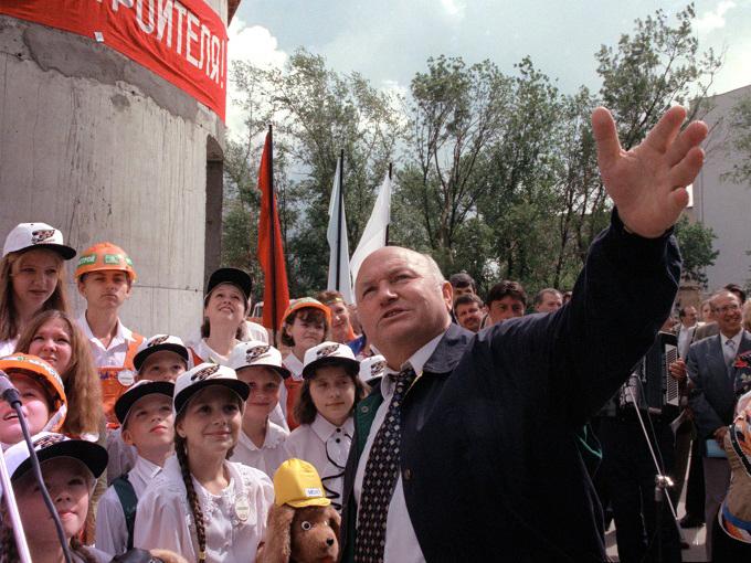 Ректор Академии Штиглица Василий Кичеджи поздравил Юрия Лужкова сюбилеем