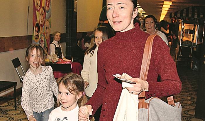 Sofya Kruglikova with the youngest children of Mikhail Efremov